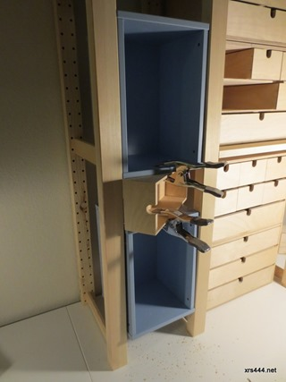 desk_clamping_blue_boxes